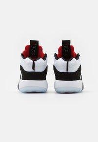 Jordan - AIR XXXV UNISEX - Basketbalové boty - black/chile red/white - 2
