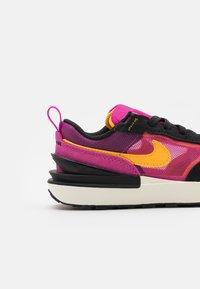 Nike Sportswear - WAFFLE ONE UNISEX - Baskets basses - active fuchsia/university gold/black/coconut milk - 5