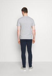 Pier One - 3 PACK - T-shirt basic - olive/dark blue/grey - 2