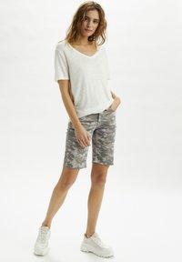 Cream - Denim shorts - grey camouflage - 1