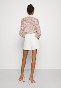 Vero Moda - VMLIA  - Shorts - birch - 2