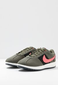 Nike Golf - CORTEZ G NRG - Golfové boty - twilight marsh/magic ember black - 2