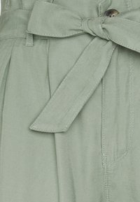 ONLY - ONLAMINTA ARIS LIFE WIDE PANT - Bukse - chinois green - 2