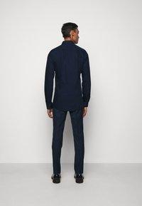 HUGO - ERRIK SLIM FIT - Formal shirt - navy - 2