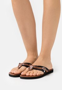 Tamaris - T-bar sandals - black/muscat - 0