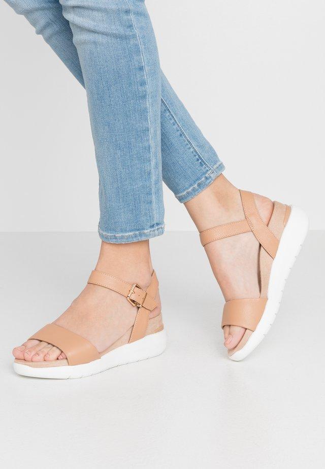 KYOTO - Sandály na platformě - caramel