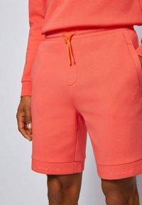 BOSS - HEADLO  - Shorts - open red - 3