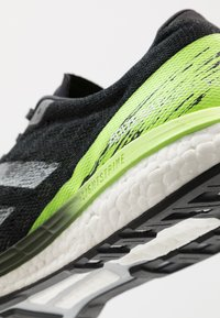 adidas Performance - ADIZERO BOSTON 9 M - Løbesko stabilitet - cblack/cblack/siggnr - 5