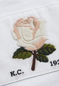 Kent & Curwen - ROSE PATCH ICON - Print T-shirt - white - 2