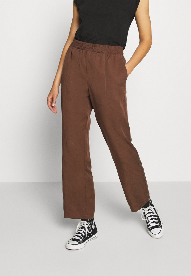 Monki - SAMI TROUSERS - Pantalones - brown