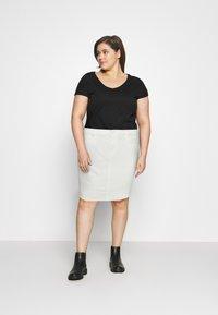 Vero Moda Curve - VMFAITH SHORT SKIRT MIX - Mini skirt - cloud dancer - 1