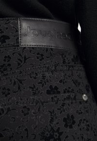 Desigual - PANT WALLPAPER - Jeans slim fit - black