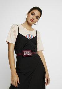 Fabienne Chapot - CINDY MINI PURSE BELT - Bum bag - wine and dine - 1