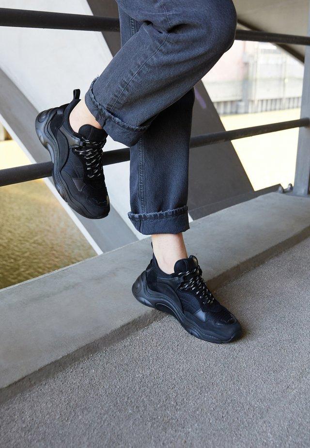 CURVERUNNER - Sneakers laag - black