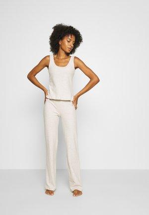 THREE PIECE - Pyjama set - beige mélange