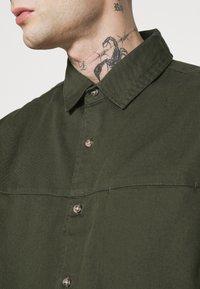 Topman - CUT'N SEW KENT COLLAR - Camisa - green - 4