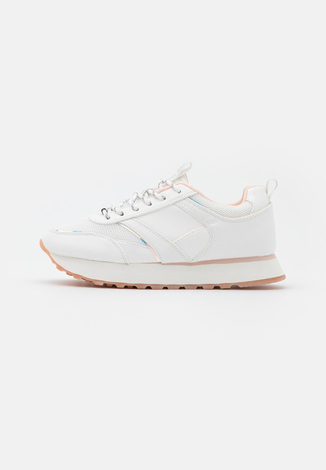ONLSONIA ELEVATED - Sneakers basse - white
