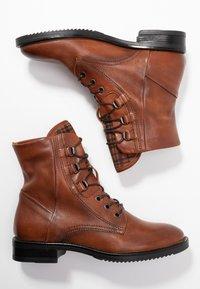 MJUS - Šněrovací kotníkové boty - brandy - 3