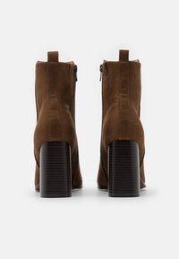 ONLY SHOES - ONLBRODIE LIFE HEELED BOOTIE   - Botki na obcasie - khaki - 3