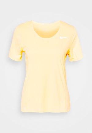CITY SLEEK - Camiseta estampada - melon tint/silver