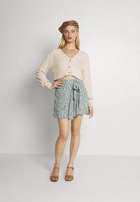 Vero Moda - VMLIVA MINI WRAP SKIRT - Mini skirt - laurel wreath/liva - 1