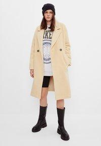 Bershka - Zimní kabát - yellow - 1