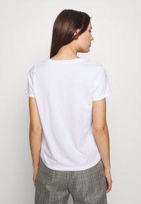 Banana Republic - NEW SUPIMA VEE - Basic T-shirt - white - 2