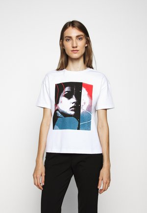 THE BOXY TEE - Print T-shirt - white