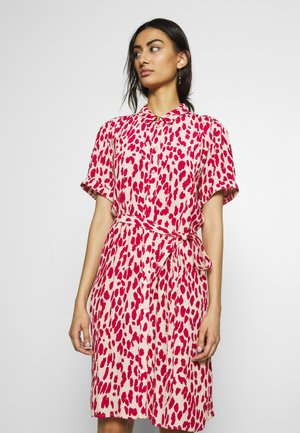 BOYFRIEND ISA DRESS - Kjole - frutti red/cream white
