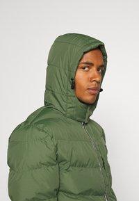 11 DEGREES - LONG LINE CHEVRON PUFFER - Winter coat - forest green - 3