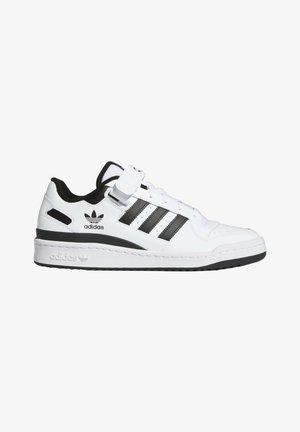 FORUM LOW UNISEX - Sneakersy niskie - white/core black