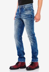 Cipo & Baxx - MIT AUFFÄLLIGER WASCHUNG - Straight leg jeans - blue - 2