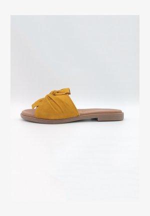 Mules - saffron