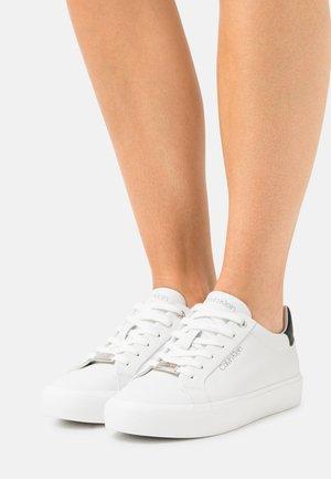 LACE UP - Matalavartiset tennarit - white/black