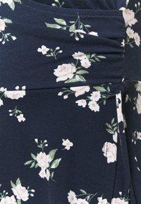 Hollister Co. - DRESS - Vestito di maglina - navy floral - 6