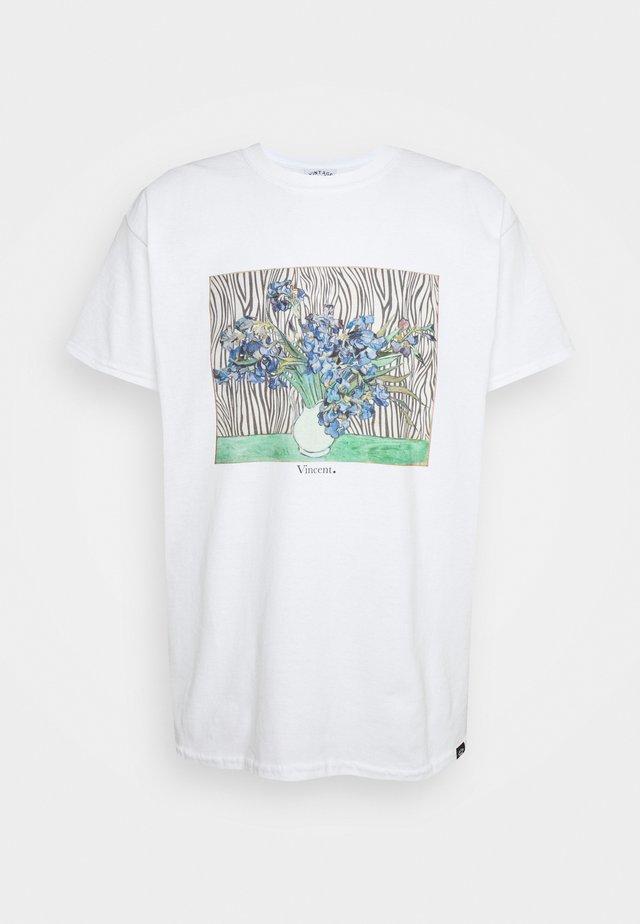 VINCENT FRONT PRINT TEE UNISEX - Print T-shirt - white