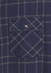 Mennace - DOUBLE POCKET DISTRESSED CHECK UNISEX - Shirt - blue - 2