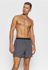 Pier One - 3 PACK - Boxer shorts - black/grey/white - 2
