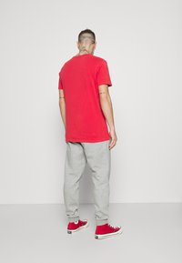 Converse - MENS EMBROIDERED STAR CHEVRON PANT - Tracksuit bottoms - mottled grey - 2