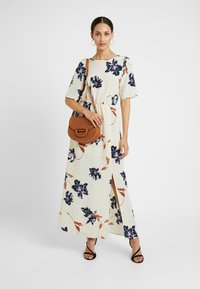 Vero Moda Tall - VMKIMMIE ANCLE DRESS - Maxi šaty - birch/kimmie - 2