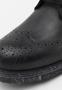Yellow Cab - UTAH - Šněrovací kotníkové boty - black - 5