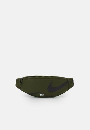 HERITAGE WAISTPACK UNISEX - Bum bag - rough green/black