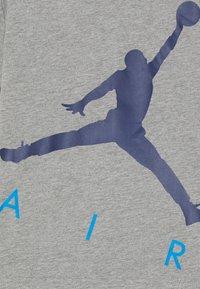 Jordan - JUMPING BIG AIR TEE & SHORT SET - Tepláková souprava - signal blue - 3