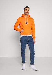 GANT - SHIELD HOODIE - Hoodie - sunny orange - 1