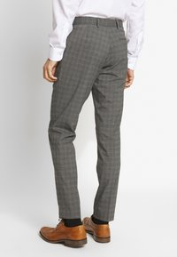 Isaac Dewhirst - CHECK SUIT - Oblek - grey - 4