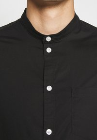Pier One - MUSCLE FIT - Camicia - black - 4