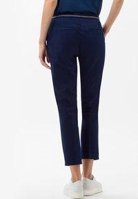 BRAX - STYLE MARON - Pantalon classique - indigo - 2