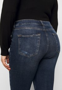 Pieces Curve - PCZELMA  - Jeans Skinny Fit - medium blue denim - 5