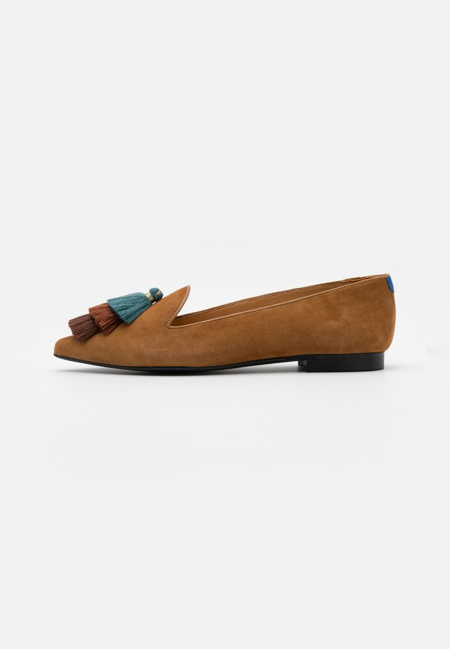 POINTY - Instappers - camel brown/blue