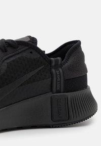 Nike Sportswear - NIKE REPOSTO - Sneakersy niskie - black - 5